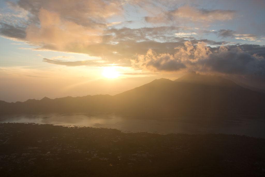 Sonnenaufgang auf Vulkan auf Bali – Auf Reisen gehen | SOMEWHERE ELSE