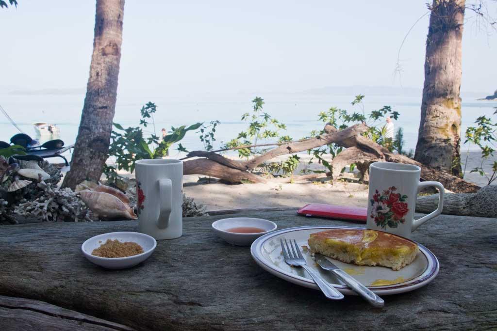 Fruehstueck mit Meerblick auf Palawan – Philippinische Kueche | SOMEWHERE ELSE