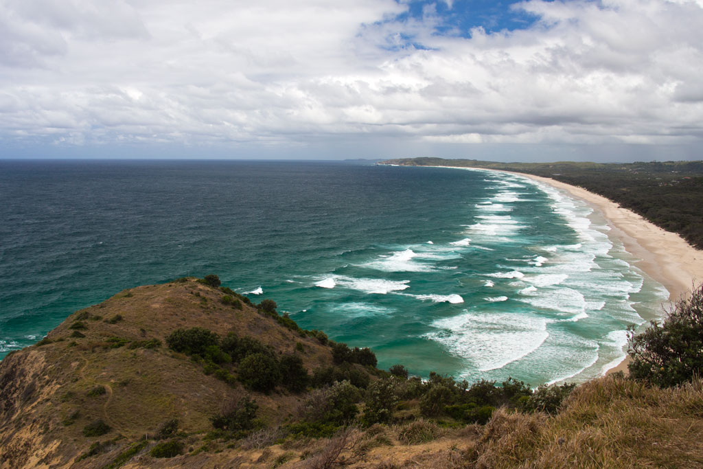 Surfen Sehnsucht nach Sommer – Byron Bay Blick auf Strand und Meer | SOMEWHERE ELSE