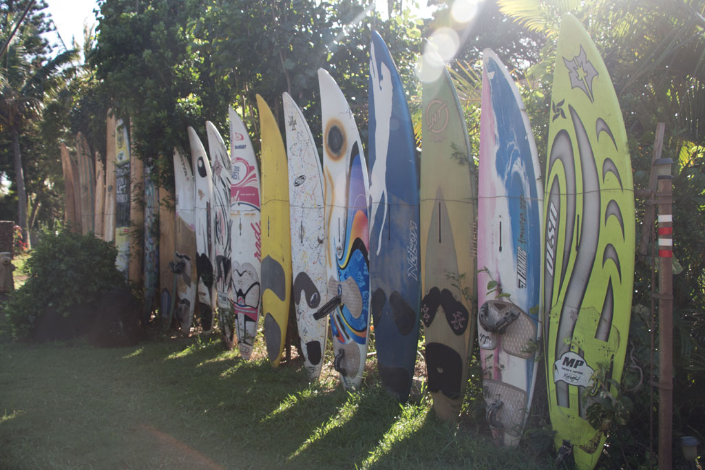 Surfen Sehnsucht nach Sommer – Surfboards auf Maui | SOMEWHERE ELSE