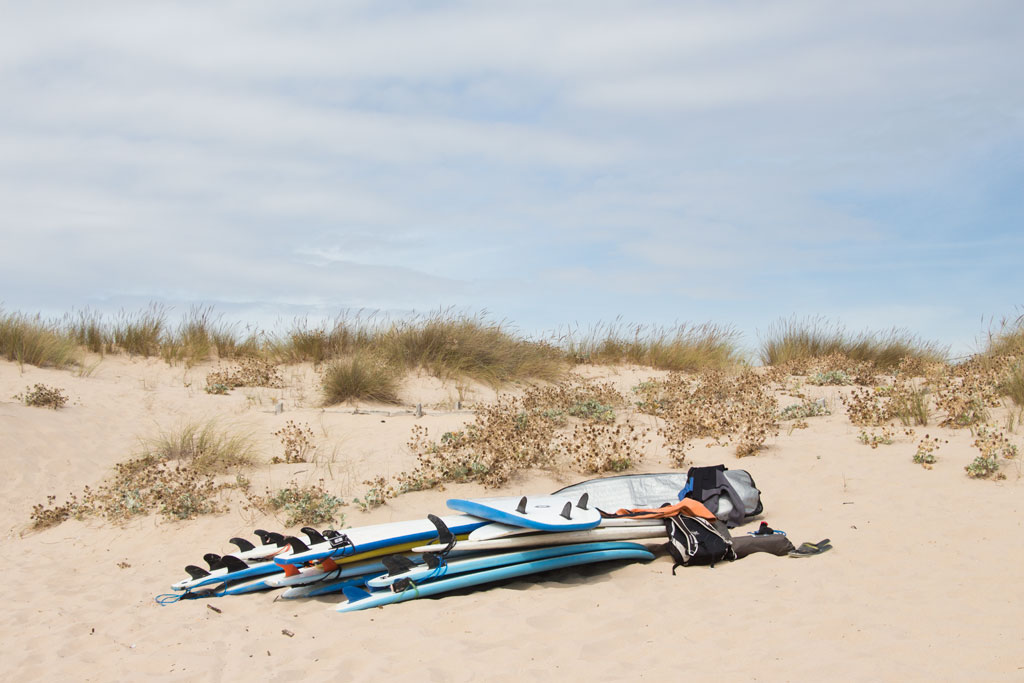 Surfen Sehnsucht nach Sommer – Portugal Caprioca Surfboards am Strand | SOMEWHERE ELSE