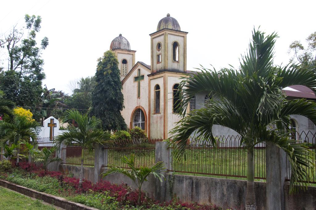 Kirche auf Siquijor   SOMEWHERE ELSE