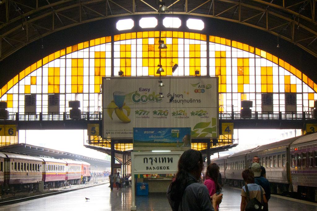 Erste Thailand Route – Bahnhof von Bangkok | SOMEWHERE ELSE