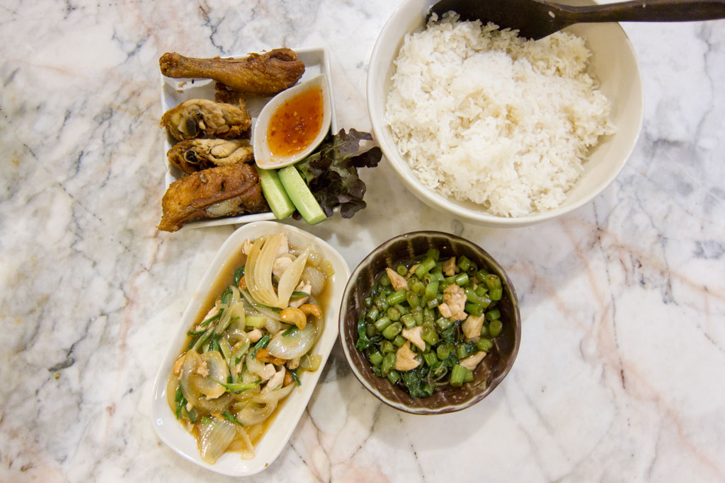 Erste Thailand Route – Essen im Restaurant in Chiang Mai   SOMEWHERE ELSE