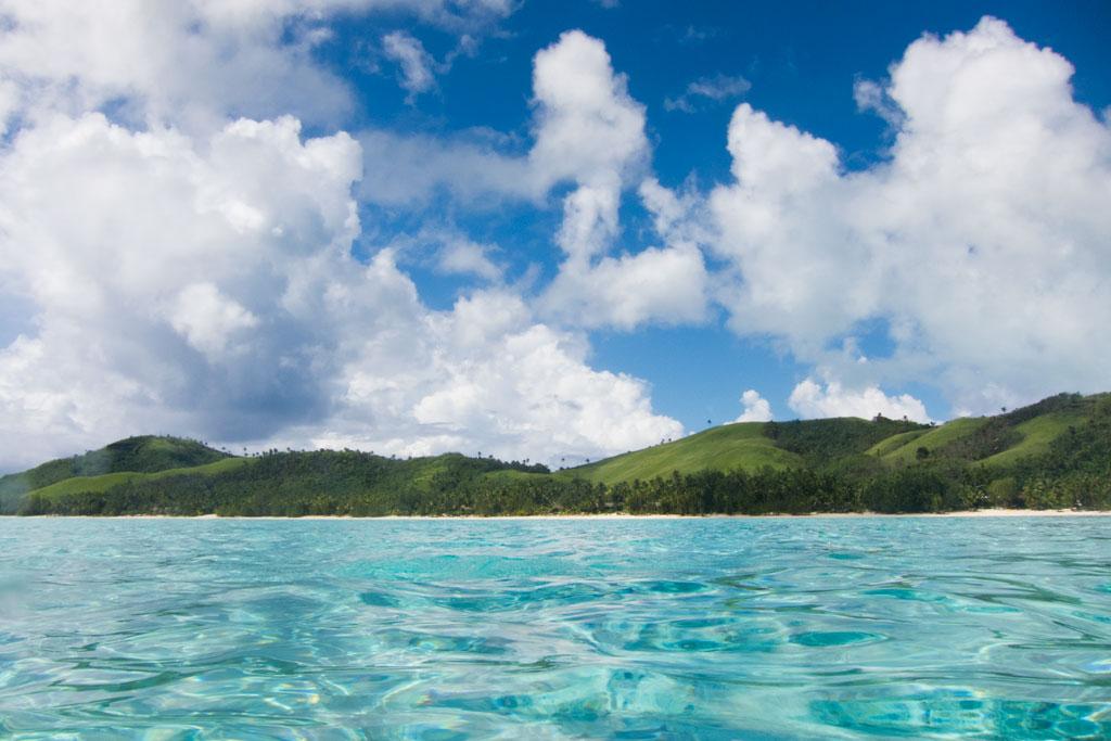 Cook Inseln Aitutaki – Blick auf die Inseln vom Meer aus | SOMEWHERE ELSE
