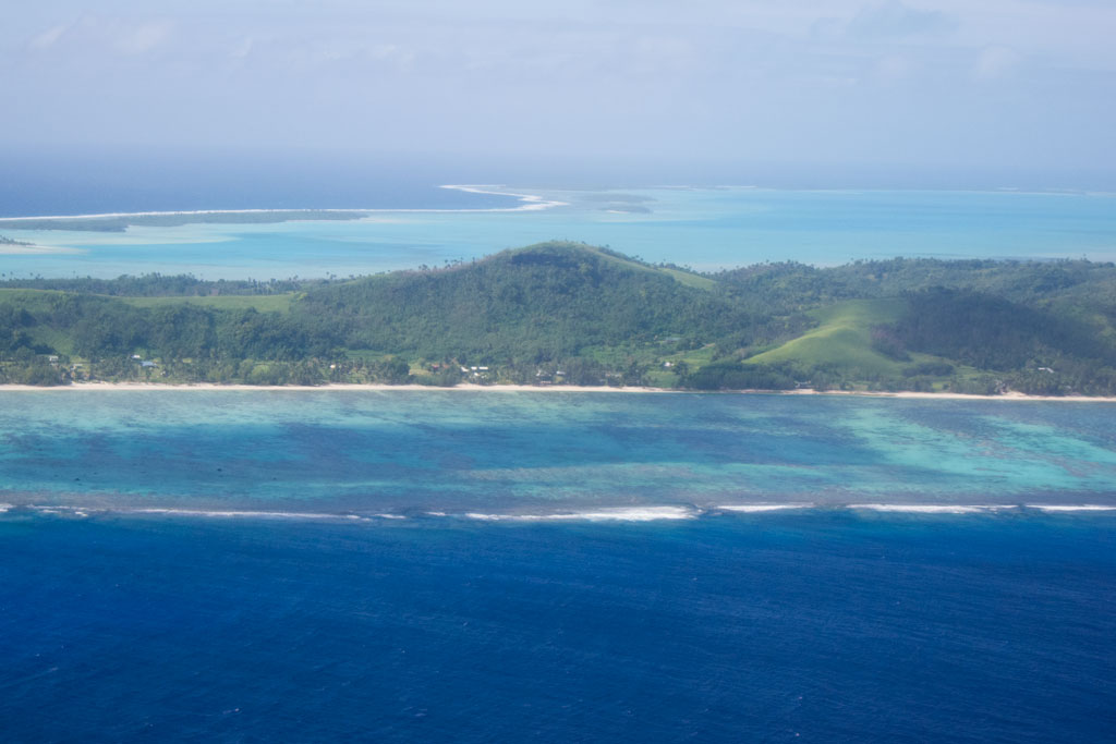 Cook Inseln Aitutaki – Blick auf die Lagune aus dem Flugzeug | SOMEWHERE ELSE