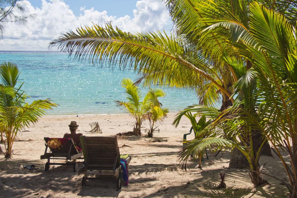 Cook Inseln Aitutaki – Meerblick am Palmenstrand   SOMEWHERE ELSE