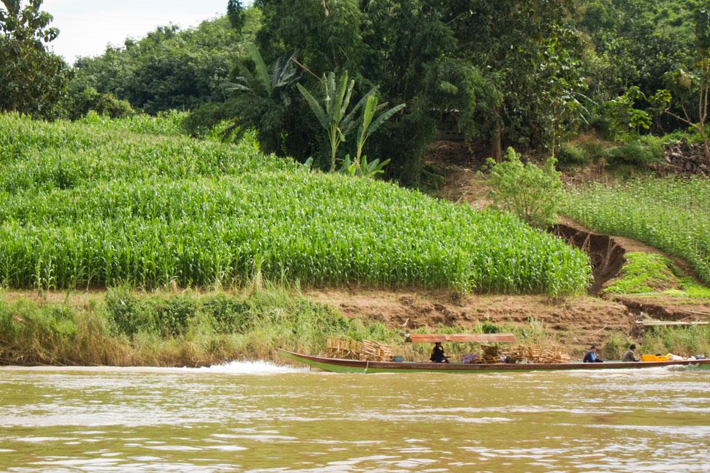 Zeit zum Nachdenken – Der Mekong als Transportweg | SOMEWHERE ELSE