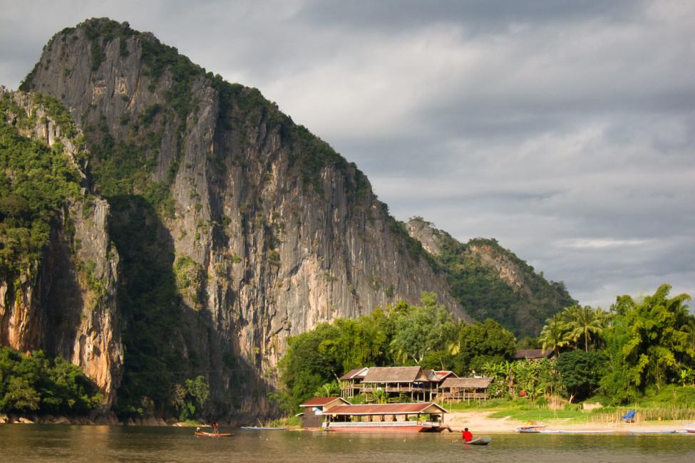 Zeit zum Nachdenken – Karstformation in Laos   SOMEWHERE ELSE