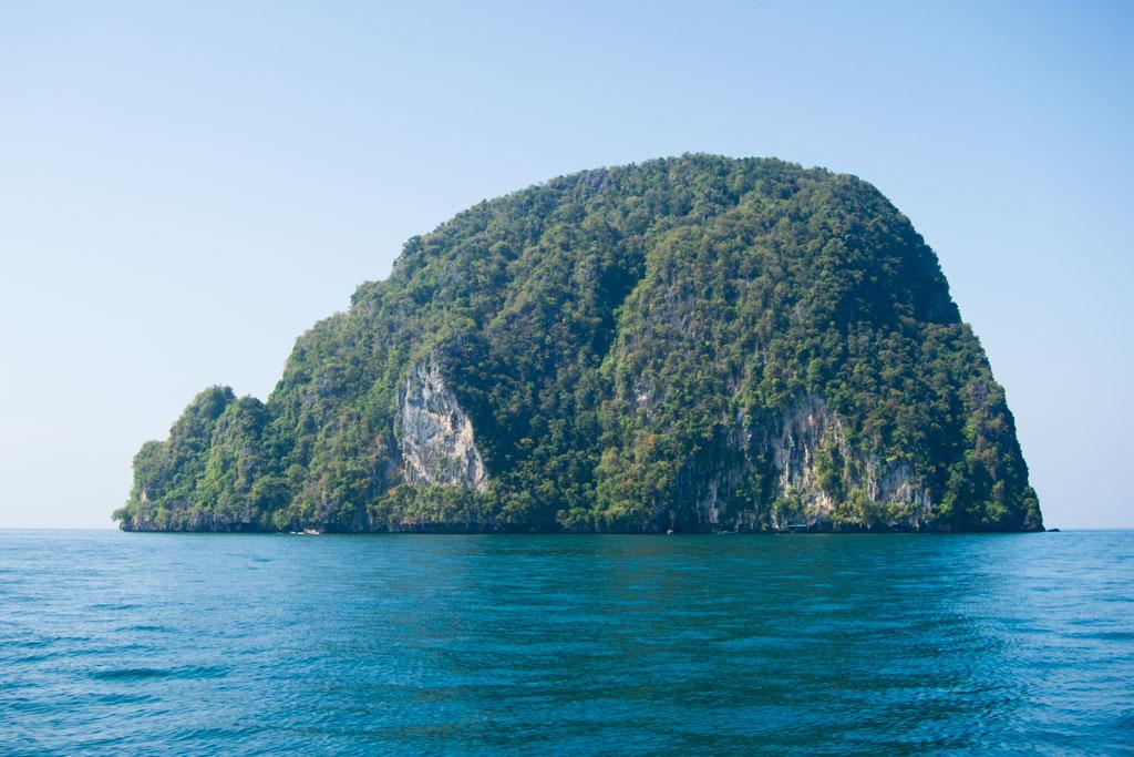 Karstformation in der Nähe von Ko Lanta – Thailändische Inseln | SOMEWHERE ELSE
