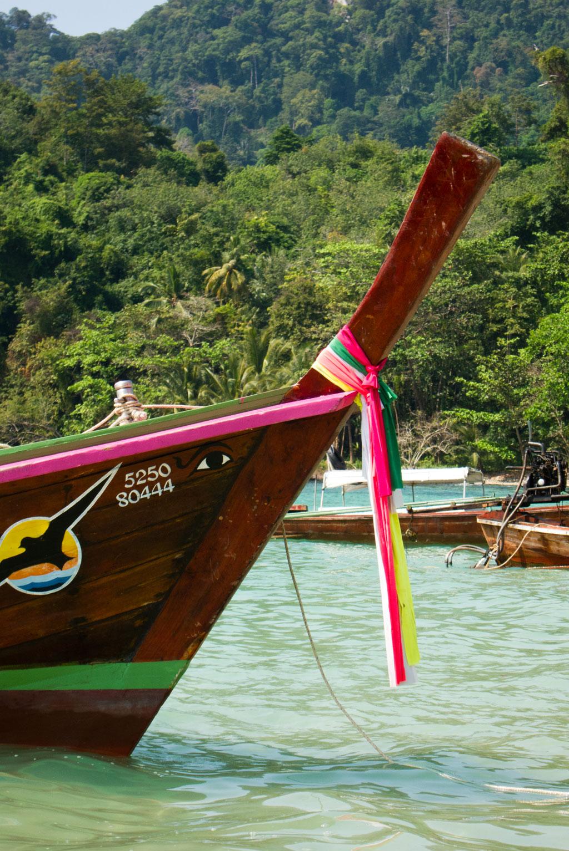 Boote vor Ko Mok – Thailändische Inseln | SOMEWHERE ELSE