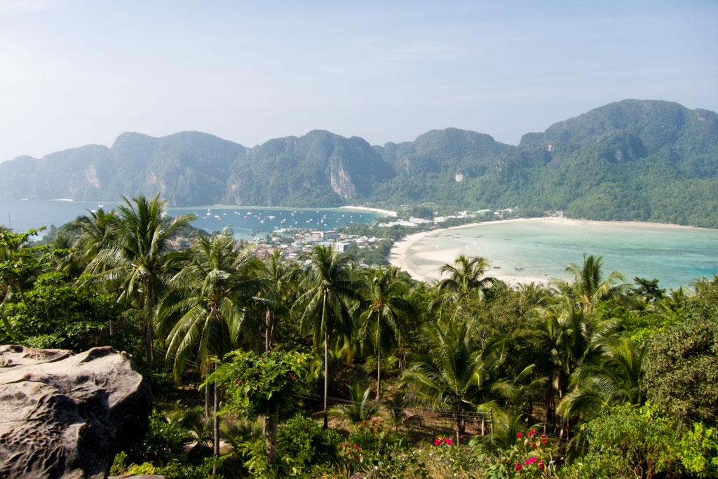 Aussicht vom Viewpoint auf Ko Phi Phi – Thailändische Inseln | SOMEWHERE ELSE