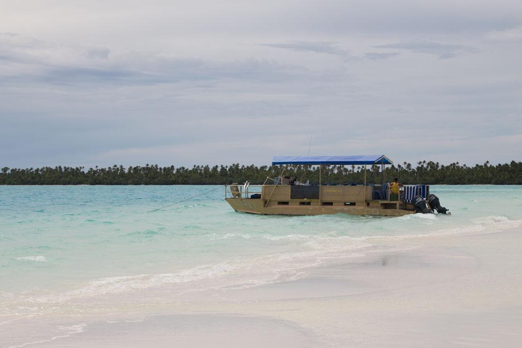 Aitutaki Lagoon Cruise – Ausflugsboot   SOMEWHERE ELSE