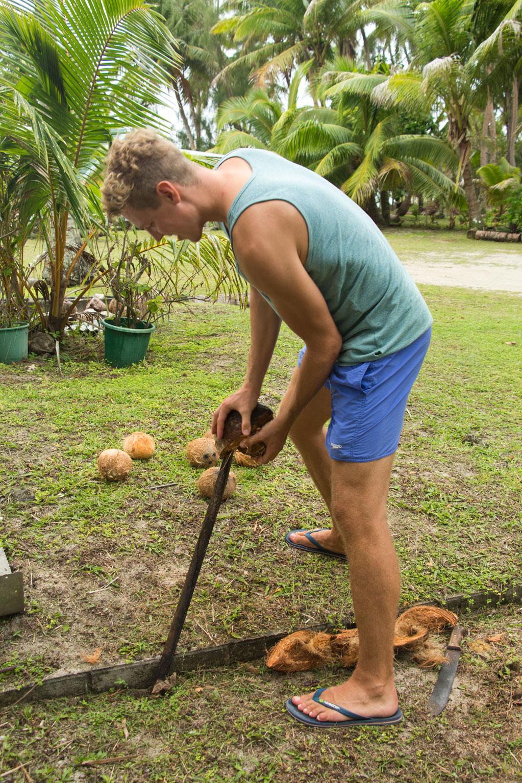 Aitutaki Lagoon Cruise – DIY Kokosmilch   SOMEWHERE ELSE