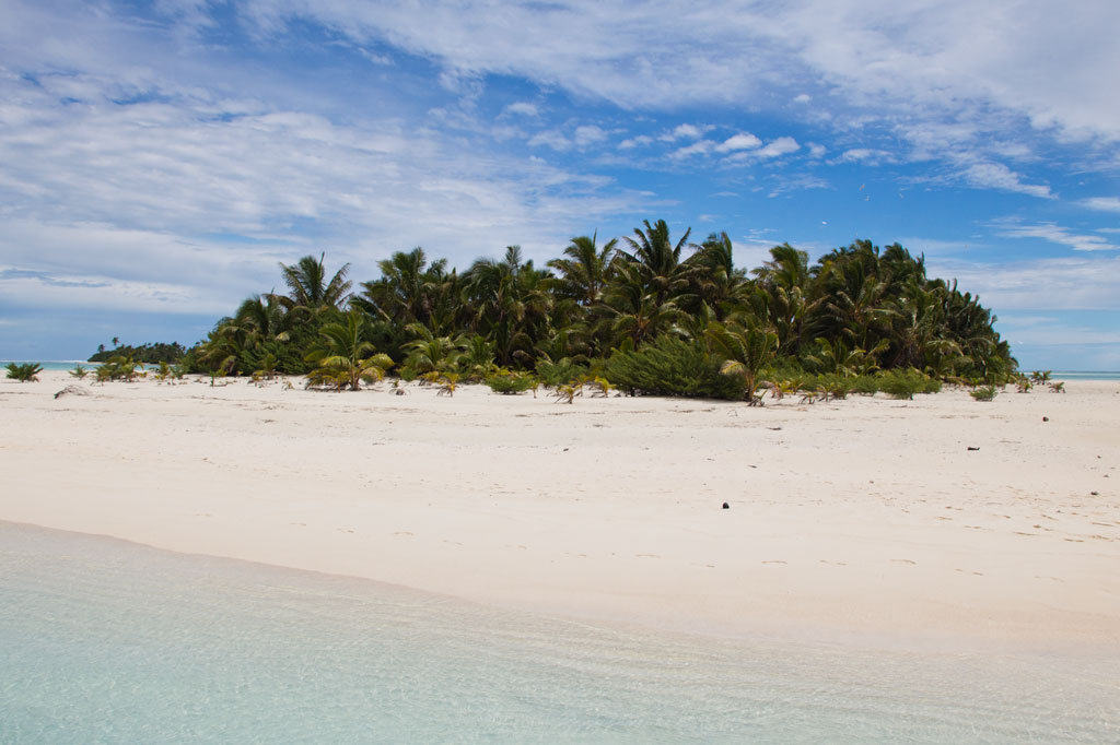Aitutaki Lagoon Cruise – Motu | SOMEWHERE ELSE