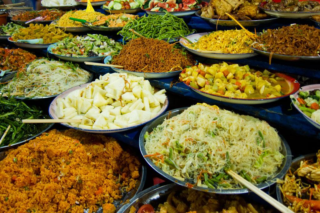 Laotische Küche – Buffet auf dem Nachtmarkt | SOMEWHERE ELSE