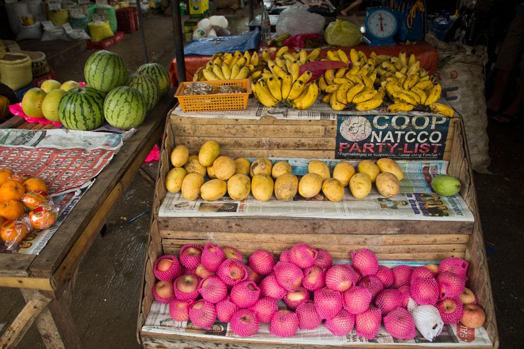Märkte auf den Philippinen – Markt mit Mangos und Bananen in Luay auf Bohol | SOMEWHERE ELSE