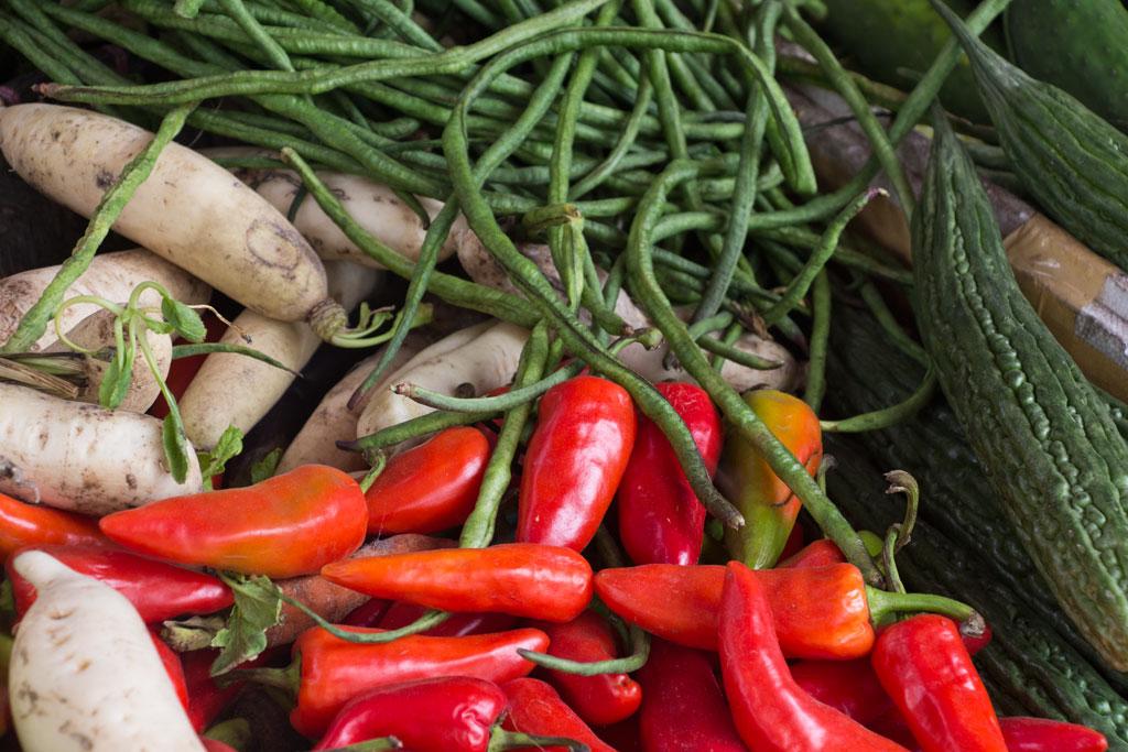 Märkte auf den Philippinen – Chili und Bohnen in Moalboal auf Cebu | SOMEWHERE ELSE