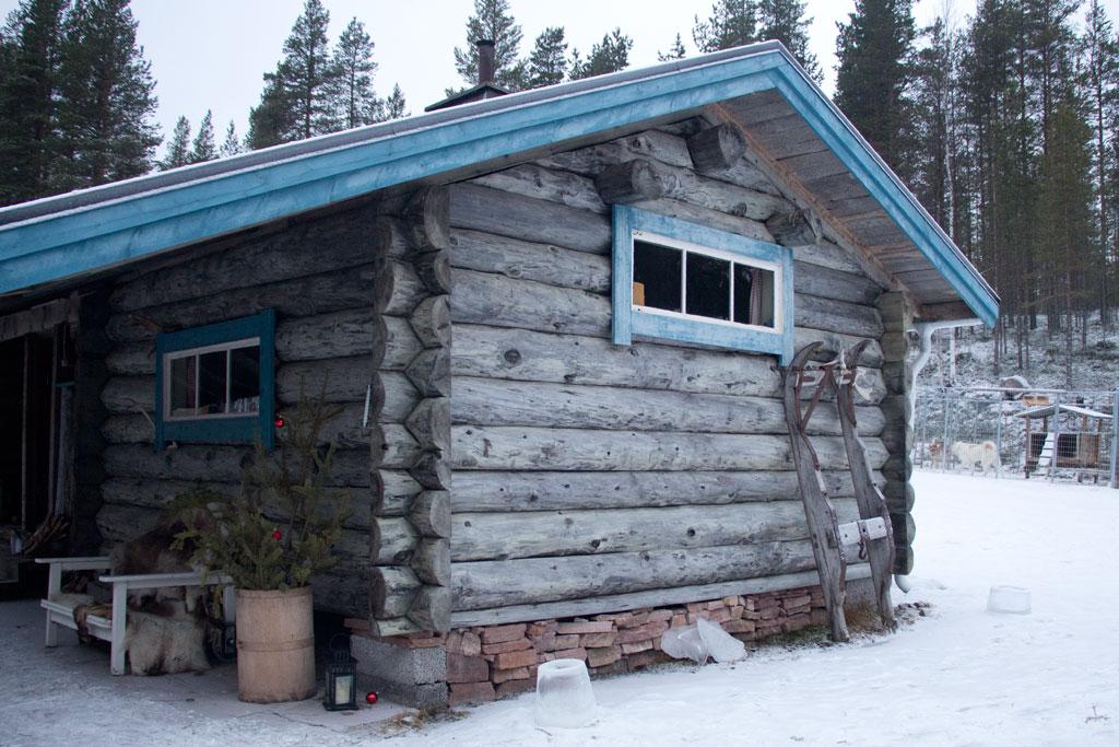 Mit Schlittenhunden durch Schwedens Winterlandschaft – Hütte| SOMEWHERE ELSE