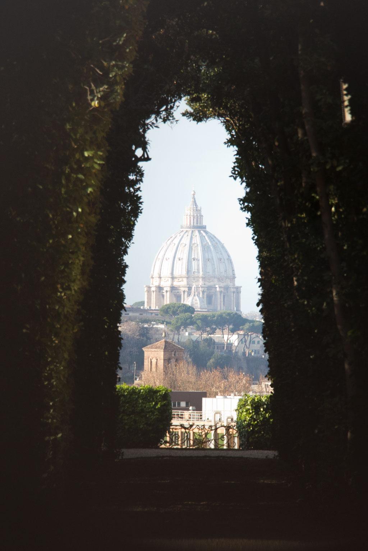 Testaccio Rom – Blick durch Schlüsselloch auf Kuppel vom Petersdom | SOMEWHERE ELSE