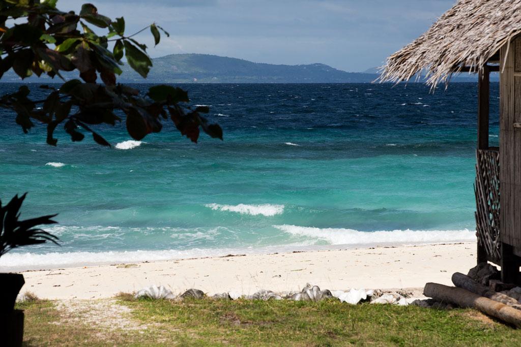 Pamilacan Island – Hütte am Strand mit Blick auf Meer | SOMEWHERE ELSE