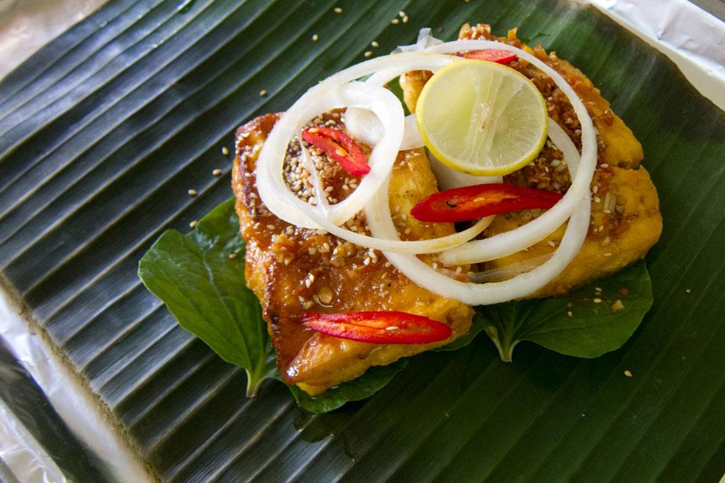 Vietnamesisch Kochen lernen – Tofu und Gemüse im Bananenblatt | SOMEWHERE-ELSE