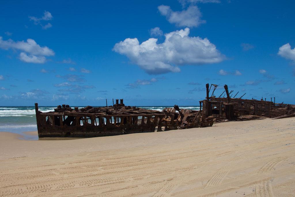 Tagesausflüge in Australien – Schiffswrack Maheno Fraser Island | SOMEWHERE ELSE