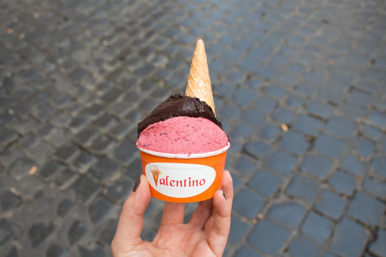 Italienisches Eis – Gelateria Valentino – Lieblingseis Waldbeere Schokolade | SOMEWHERE ELSE