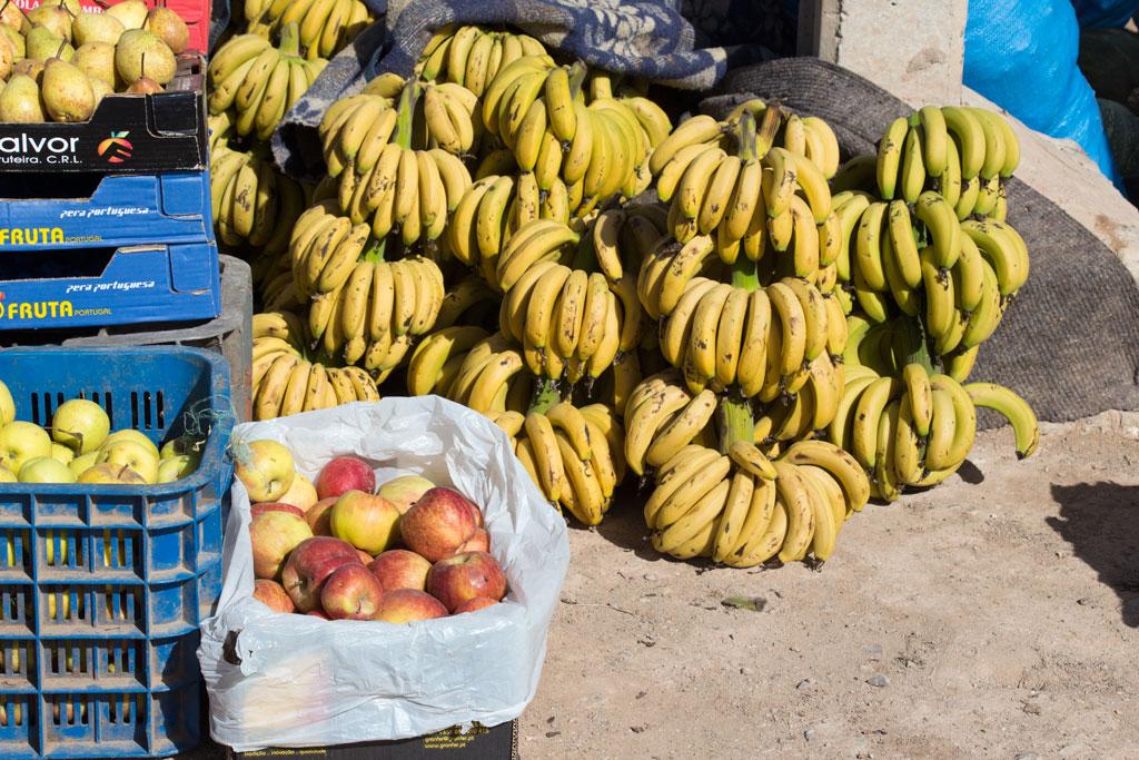 Marokkanische Gerichte – Bananenund Äpfel auf dem Markt | SOMEWHERE ELSE