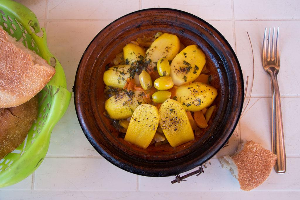 Marokkanische Gerichte – Tajine im Localrestaurant Tofoukt | SOMEWHERE ELSE