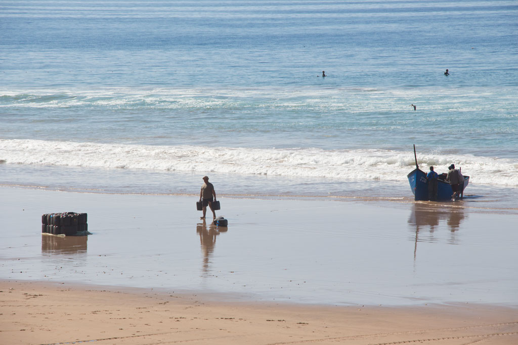 Taghazout Surfen – Fischer am Strand | SOMEWHERE ELSE