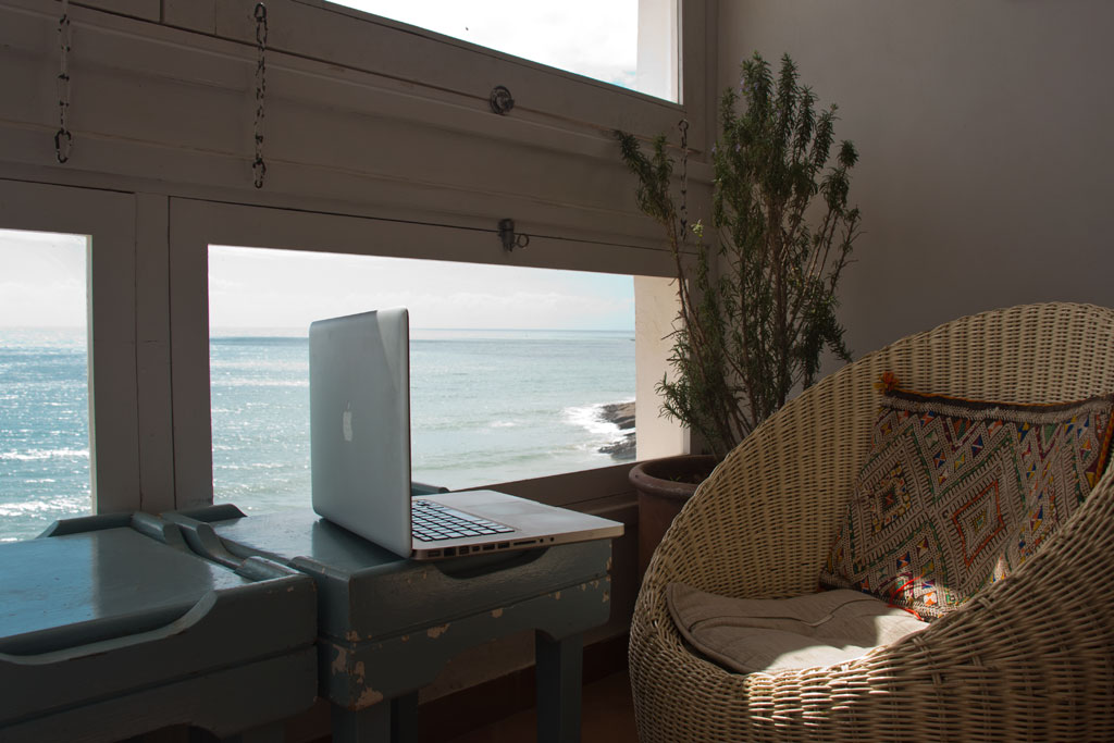 Taghazout Surfen – Lieblingsarbeitsplatz im Café Mouja | SOMEWHERE ELSE