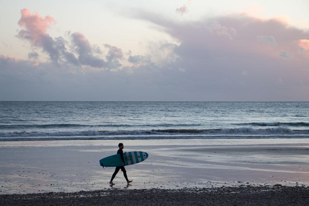 Taghazout Surfen – Surfer auf dem Heimweg | SOMEWHERE ELSE