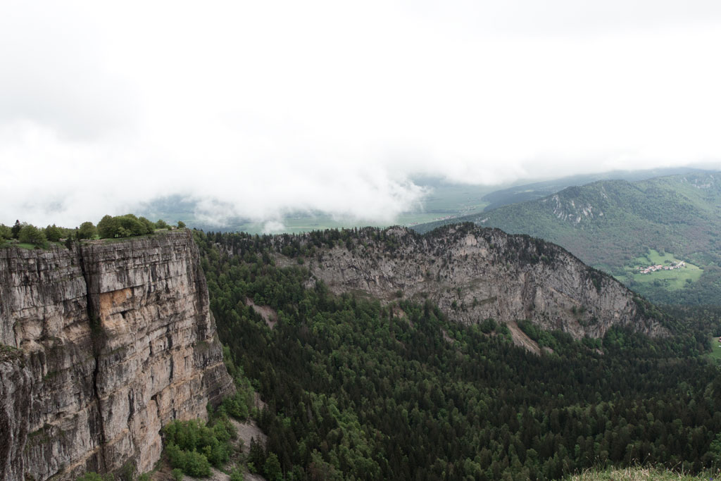 Schweiz Jura – Creux du Van – Blick ins Tal | SOMEWHERE ELSE
