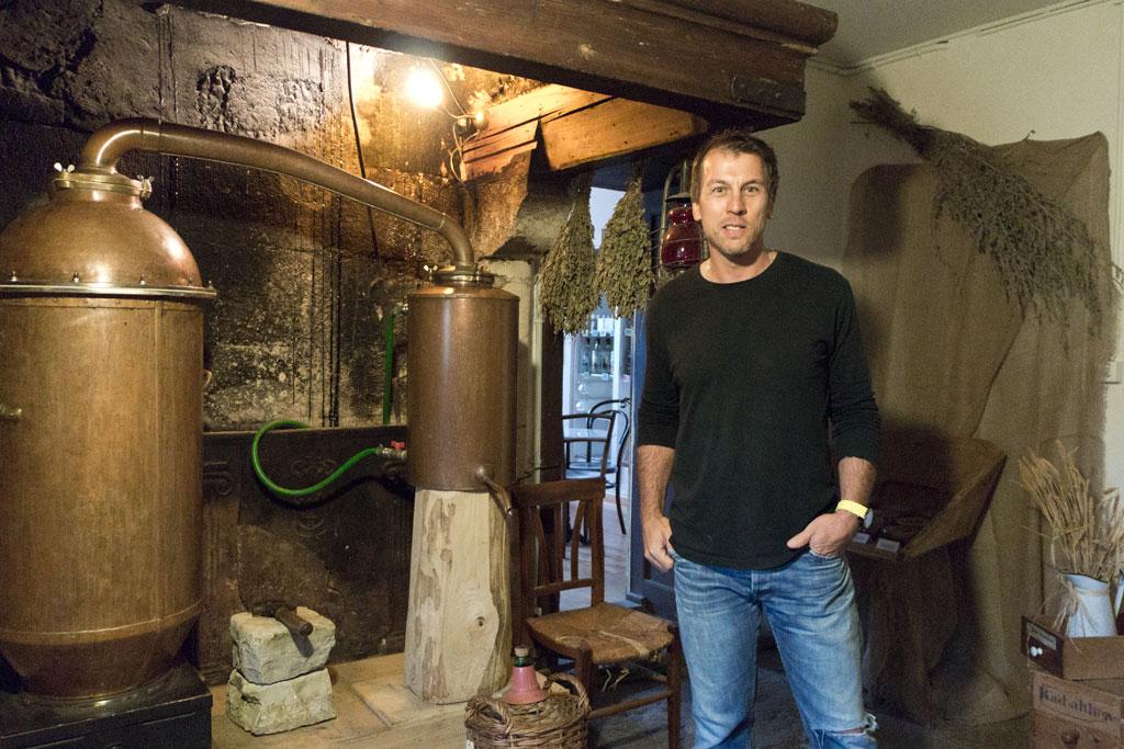 Schweiz Jura – Absinthe La Valote Martin – Destillateur Philippe Martin | SOMEWHERE ELSE
