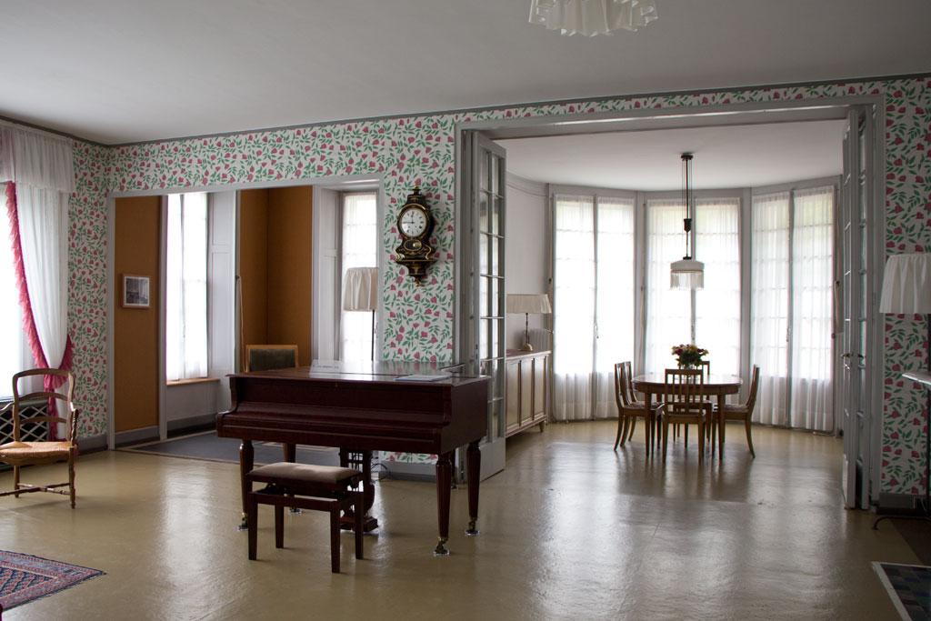 Schweiz Jura – Le Corbusier – La Maison blanche – Blick ins Wohn- und Esszimmer | SOMEWHERE ELSE