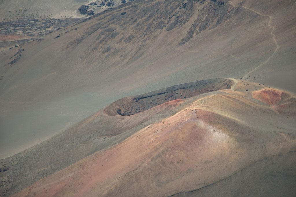 Maui Hawaii – Krater mit erloschenem Lavagestein des Haeakala Vulkans | SOMEWHERE ELSE