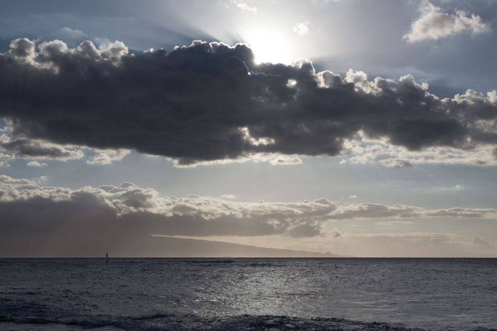 Maui Hawaii – Hookipa Beach Park Windsurfer, Sonne und Wolken | SOMEWHERE ELSE