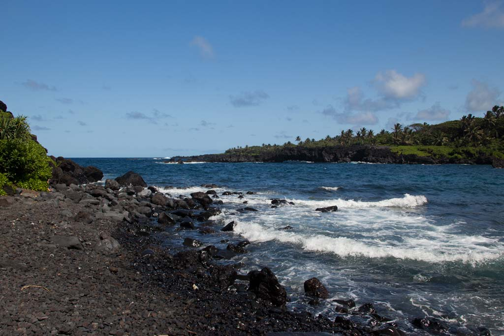 Maui Hawaii – Waianapanapa in der Bucht am schwarzen Strand | SOMEWHERE ELSE
