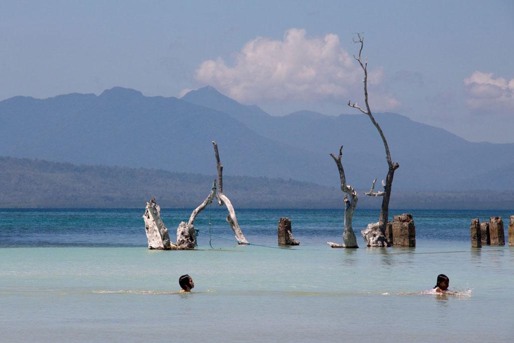 Rückblick – Philippinen schwimmende Kinder Puerto Princesa | SOMEWHERE ELSE