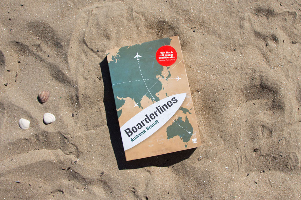 Boarderlines – Das Buch im Sand | SOMEWHERE ELSE